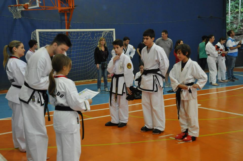 "Copa Barreto Taekwondo 2015  - <i class=""fa fa-download""></i> <a href=""../images/galeria/copa_barreto_2015/foto_103.jpg"" target=""_blank"" download>Download</a>"