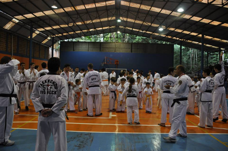"Copa Barreto Taekwondo 2015  - <i class=""fa fa-download""></i> <a href=""../images/galeria/copa_barreto_2015/foto_18.jpg"" target=""_blank"" download>Download</a>"