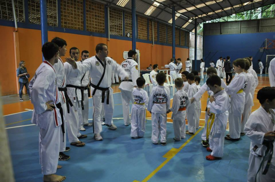 "Copa Barreto Taekwondo 2015  - <i class=""fa fa-download""></i> <a href=""../images/galeria/copa_barreto_2015/foto_33.jpg"" target=""_blank"" download>Download</a>"