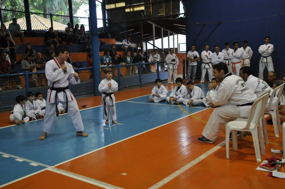 "Copa Barreto Taekwondo 2015  - <i class=""fa fa-download""></i> <a href=""../images/galeria/copa_barreto_2015/foto_45.jpg"" target=""_blank"" download>Download</a>"