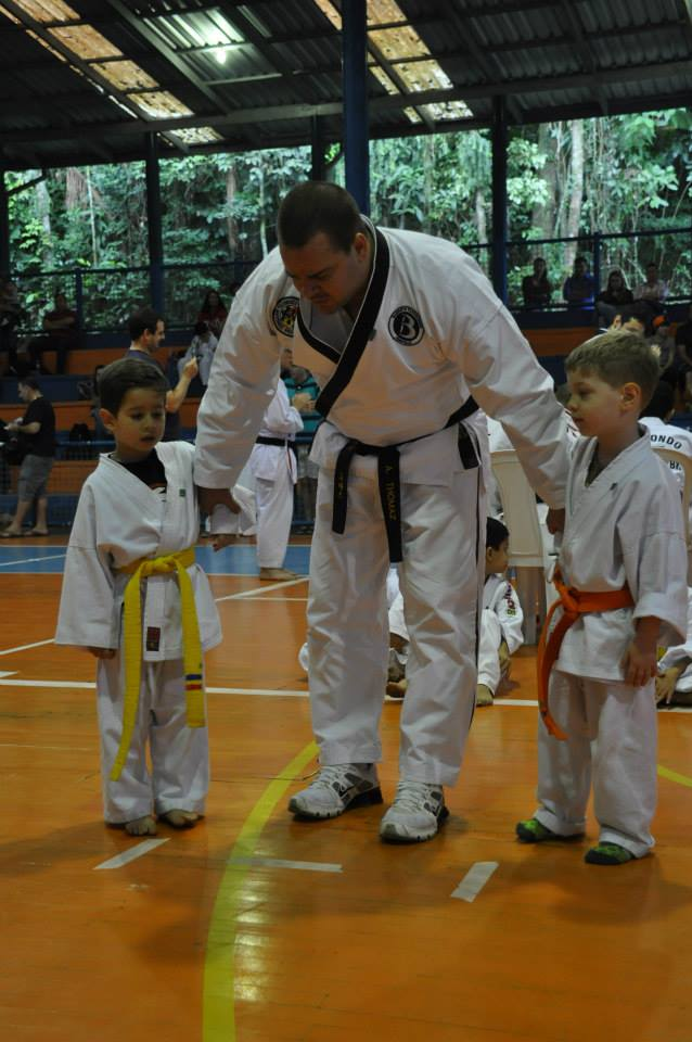 "Copa Barreto Taekwondo 2015  - <i class=""fa fa-download""></i> <a href=""../images/galeria/copa_barreto_2015/foto_58.jpg"" target=""_blank"" download>Download</a>"