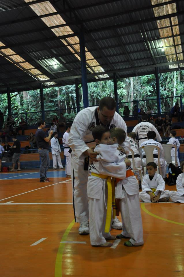 "Copa Barreto Taekwondo 2015  - <i class=""fa fa-download""></i> <a href=""../images/galeria/copa_barreto_2015/foto_61.jpg"" target=""_blank"" download>Download</a>"