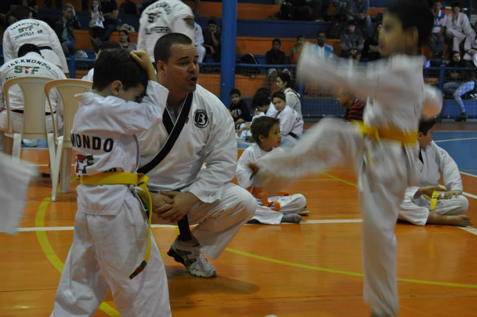 "Copa Barreto Taekwondo 2015  - <i class=""fa fa-download""></i> <a href=""../images/galeria/copa_barreto_2015/foto_62.jpg"" target=""_blank"" download>Download</a>"