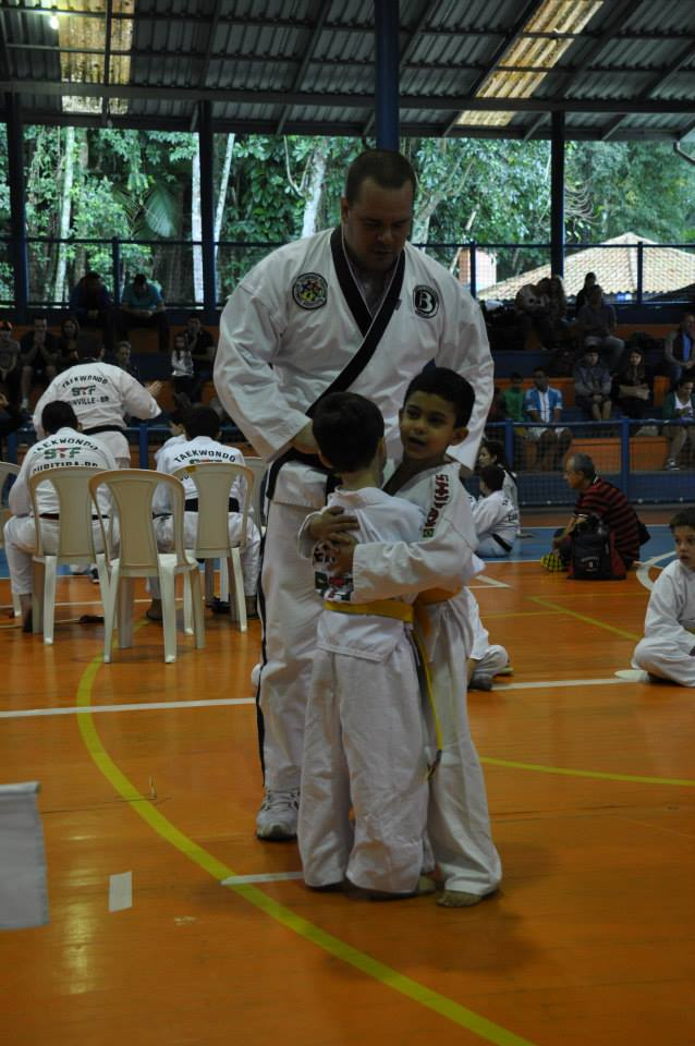"Copa Barreto Taekwondo 2015  - <i class=""fa fa-download""></i> <a href=""../images/galeria/copa_barreto_2015/foto_64.jpg"" target=""_blank"" download>Download</a>"