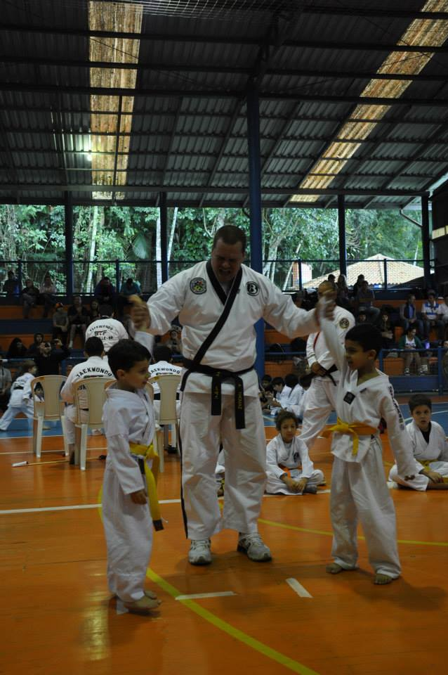 "Copa Barreto Taekwondo 2015  - <i class=""fa fa-download""></i> <a href=""../images/galeria/copa_barreto_2015/foto_65.jpg"" target=""_blank"" download>Download</a>"