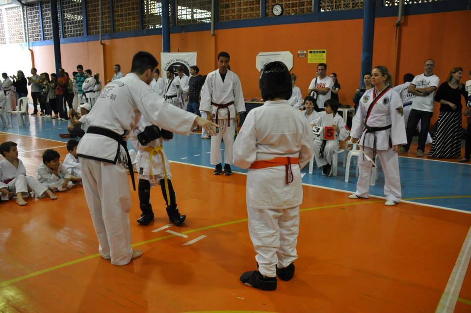 "Copa Barreto Taekwondo 2015  - <i class=""fa fa-download""></i> <a href=""../images/galeria/copa_barreto_2015/foto_68.jpg"" target=""_blank"" download>Download</a>"