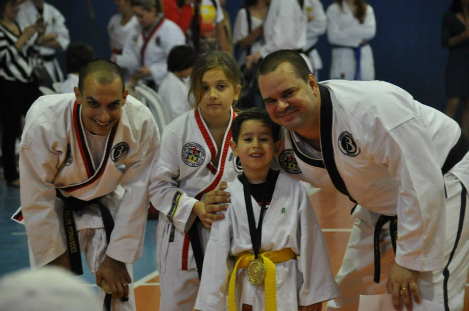 "Copa Barreto Taekwondo 2015  - <i class=""fa fa-download""></i> <a href=""../images/galeria/copa_barreto_2015/foto_73.jpg"" target=""_blank"" download>Download</a>"