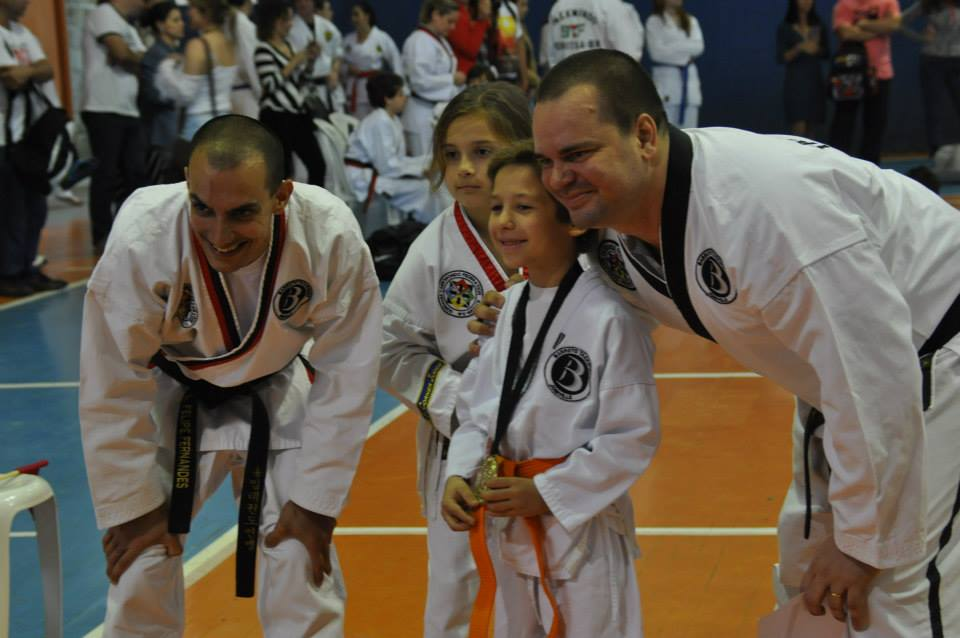 "Copa Barreto Taekwondo 2015  - <i class=""fa fa-download""></i> <a href=""../images/galeria/copa_barreto_2015/foto_74.jpg"" target=""_blank"" download>Download</a>"