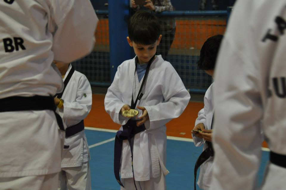 "Copa Barreto Taekwondo 2015  - <i class=""fa fa-download""></i> <a href=""../images/galeria/copa_barreto_2015/foto_75.jpg"" target=""_blank"" download>Download</a>"