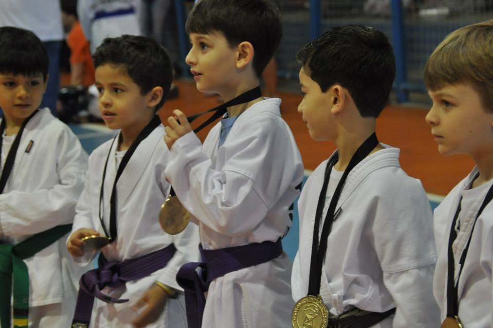 "Copa Barreto Taekwondo 2015  - <i class=""fa fa-download""></i> <a href=""../images/galeria/copa_barreto_2015/foto_77.jpg"" target=""_blank"" download>Download</a>"