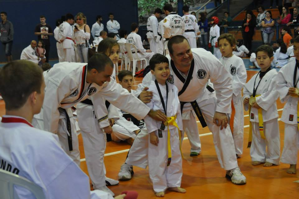 "Copa Barreto Taekwondo 2015  - <i class=""fa fa-download""></i> <a href=""../images/galeria/copa_barreto_2015/foto_79.jpg"" target=""_blank"" download>Download</a>"