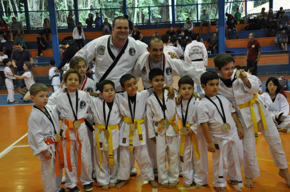 "Copa Barreto Taekwondo 2015  - <i class=""fa fa-download""></i> <a href=""../images/galeria/copa_barreto_2015/foto_80.jpg"" target=""_blank"" download>Download</a>"