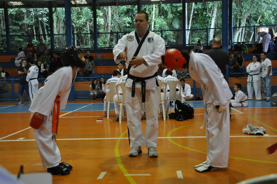"Copa Barreto Taekwondo 2015  - <i class=""fa fa-download""></i> <a href=""../images/galeria/copa_barreto_2015/foto_84.jpg"" target=""_blank"" download>Download</a>"