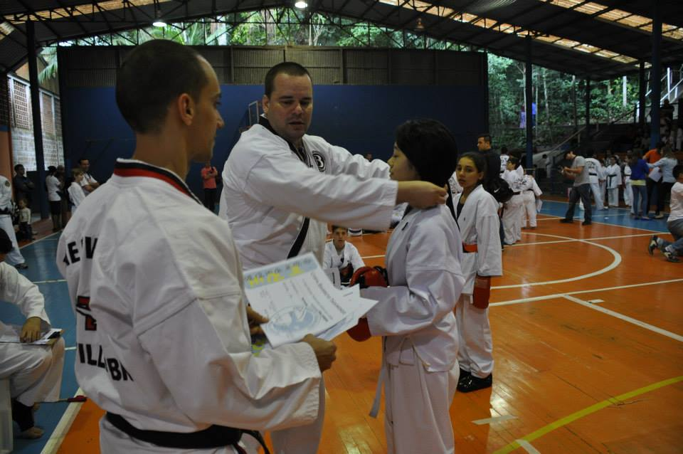 "Copa Barreto Taekwondo 2015  - <i class=""fa fa-download""></i> <a href=""../images/galeria/copa_barreto_2015/foto_88.jpg"" target=""_blank"" download>Download</a>"