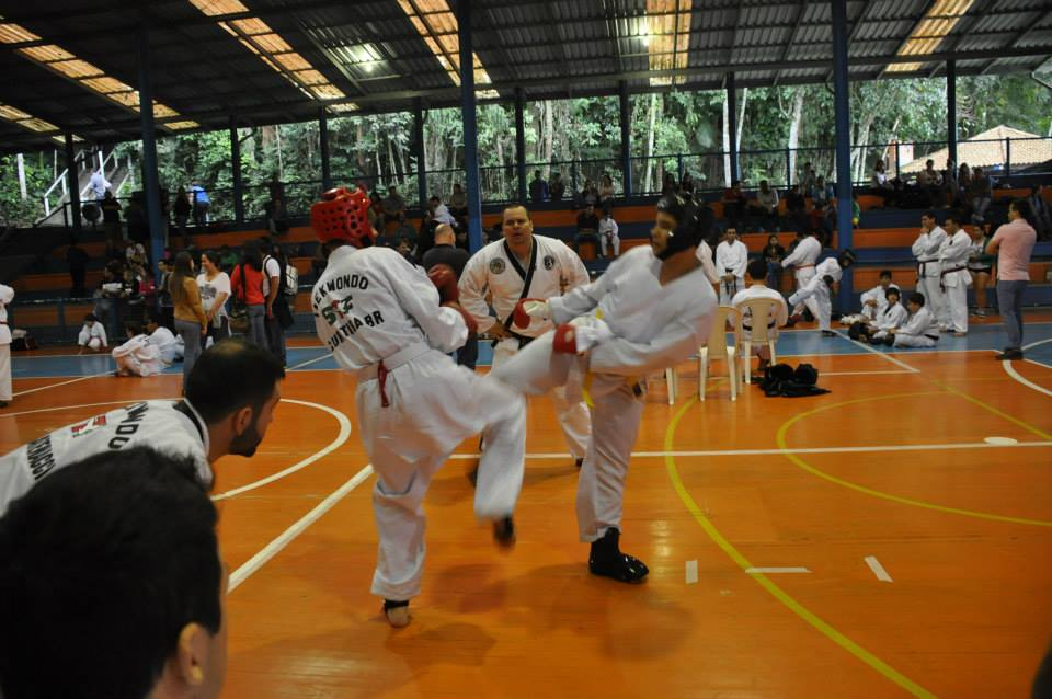 "Copa Barreto Taekwondo 2015  - <i class=""fa fa-download""></i> <a href=""../images/galeria/copa_barreto_2015/foto_94.jpg"" target=""_blank"" download>Download</a>"